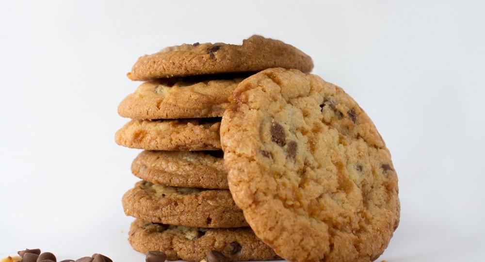Photo d'ambiance cookies empilés et matière première