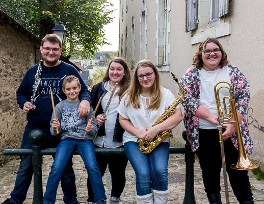 Photo de la fratrie de 5 musiciens